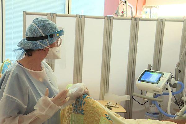 Nîmes - une machine d'oxygénation sans intubation dans une chambre de réanimation - octobre 2020.