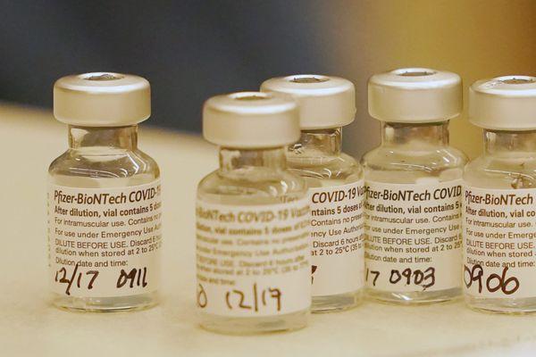 L'Union européenne a autorisé lundi 21 décembre la mise sur le marché du vaccin développé par le géant américain Pfizer et son partenaire allemand BioNTech.