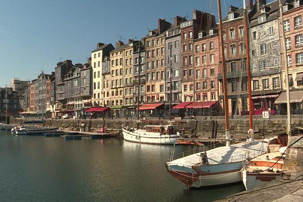 Le secteur touristique est fortement menacé à Honfleur depuis que les régions voisines, comme l'Île-de-France, sont confinées.