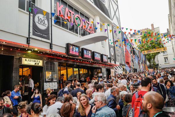La fête du cinéma de nouveau pour bientôt? La foule des cinéphiles devant le cinéma le Katorza à Nantes à l'été 2019 pour les 100 ans du cinéma