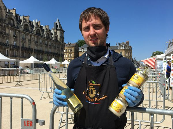 Romain Noirot, jeune apiculteur dans les Ardennes, voit dans ce nouvel espace de vente, une véritable vitrine pour ses produits