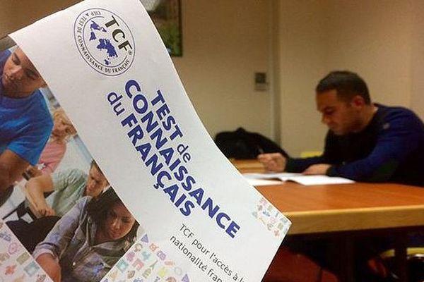 Narbonne (Aude) - une session d'examen de test de français pour la naturalisation d'étrangers - 2017.