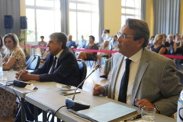 Olivier Bettati et Patrice Novelli (opposition), lors du conseil municipal du 4 juillet 2020 (conseil de réélection de Jean-Claude Guibal) à Menton.