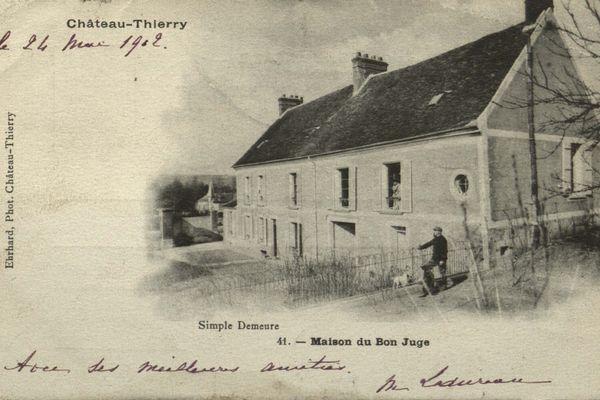 Paul Magnaud devant sa maison, en 1902.
