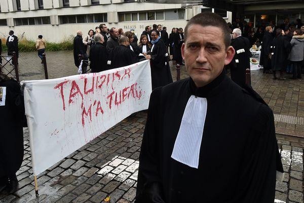 """L'avocat lillois Jean-Yves Moyart, dit """"Maître Mô"""", est l'une des figures du mouvement contre la réforme de l'aide juridictionnelle."""