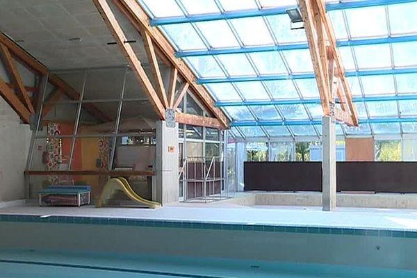 Laudun-l'Ardoise (Gard) - la piscine est fermée - septembre 2018.