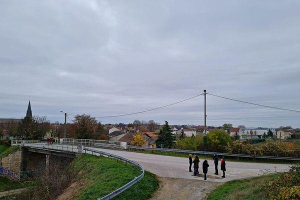 Witry-lès-Reims, depuis le lieu d'installation de la future antenne-relais, située à une cinquantaine de mètres de la première maison.