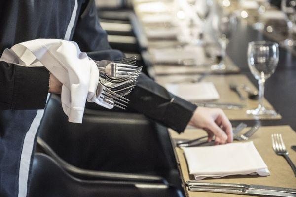 Les restaurants, bars et hôtels pourraient ouvrir en trois temps à partir de mi-mai