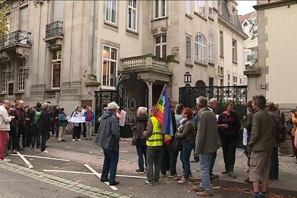 Une cinquantaine de manifestants s'est rassemblée ce vendredi 14 septembre au matin matin devant de le tribunal administratif de Strasbourg.