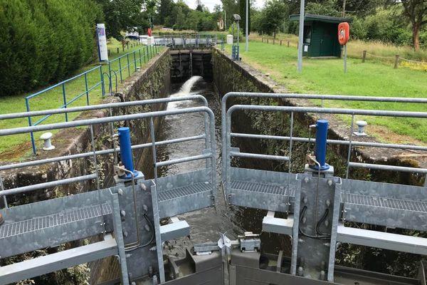 L'écluse de Pont-du-Bois et celle de Selles sont fermées le temps des travaux.