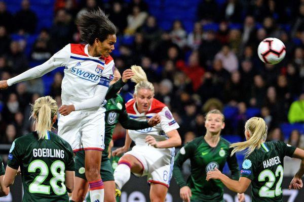 Le 20/03/2019 - QUART DE FINALE ALLER UEFA OL WOLFSBURG  : Le second but lyonnais est marqué par WENDIE RENARD sur une tête