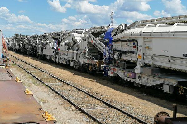 Le train usine a pu rouler lentement jusqu'à a gare de triage de Puy Imbert