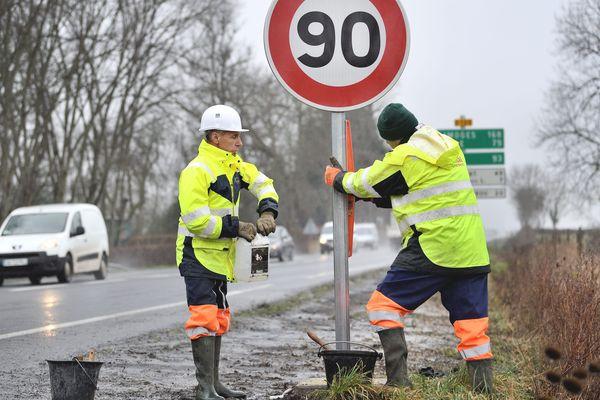 Les panneaux ont déjà commencé à être installés, ce jeudi 30 janvier, sur les routes départementales du Cantal