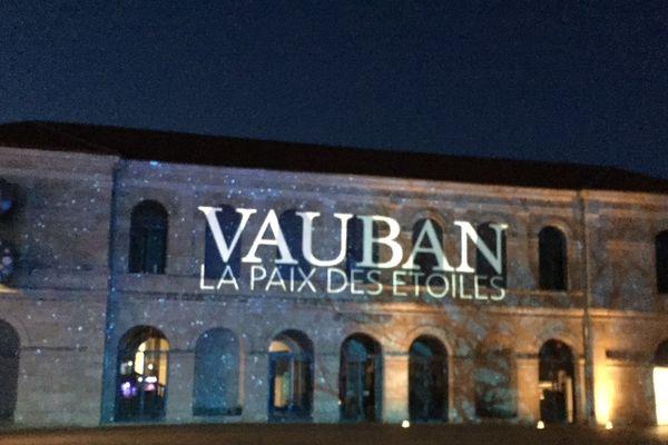 """""""Vauban, la paix des étoiles"""", spectacle son et lumière jusqu'au 15 juillet sur la façade du musée des Beaux Arts de Besançon."""