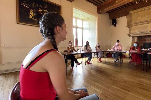 Neuf jeunes filles entre 17 et 22 ans se sont portées candidates au casting organisé par l'association Mademoiselle Limousin au Château de Nieul ce dimanche 26 juillet 2020