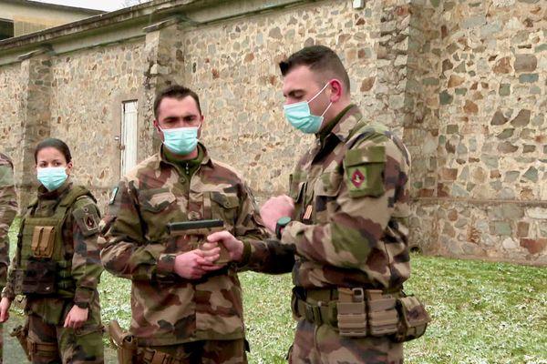 Les soldats du 6ème Régiment du Génie d'Angers ont reçu des pistolets Glock 17