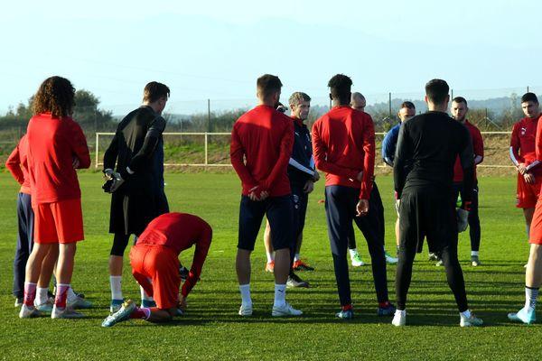 Les joueurs du Nîmes Olympique, lors d'un stage de préparation en décembre 2019.