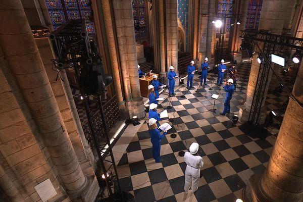 Le concert a été enregistrée à Notre-Dame de Paris une semaine avant sa diffusion sur France 2.