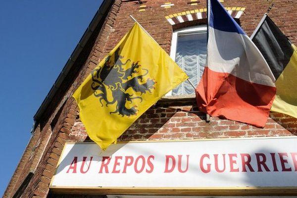 """L'estaminet """"Au Repos du Guerrier"""", à Godewaersvelde."""