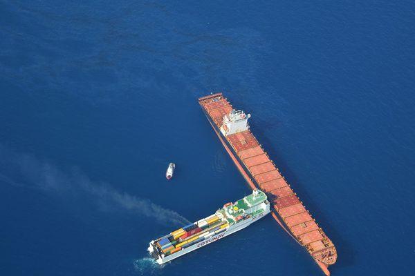 Vingt-quatre heures après la collision de deux navires au large du Cap Corse, les opérations de dépollution ont débuté lundi matin et devraient durer plusieurs jours.