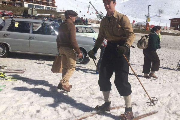 Voyage dans le temps avec l'Alpine Classic, on se croirait dans les années 50, quand les skis étaient en bois...