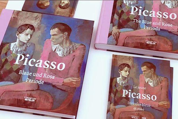 """La couverture du catalogue de l'exposition """"Picasso - Périodes bleue et rose"""",  représentant le tableau de Picasso """"Acrobate et jeune arlequin"""", collection privée."""