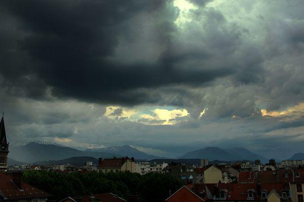 D'importantes précipitations sont attendues en Isère, Savoie et Haute-Savoie, générant un risque de crues.