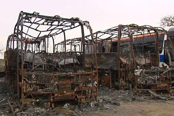 La société Kristina-Tours, à Saint-Pierre, a perdu six autocars et connait une situation économique fragile.