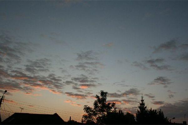 Le ciel du Nord Pas-de-Calais ce mercredi matin. Il va pleuvoir ce mercredi selon Météo France.
