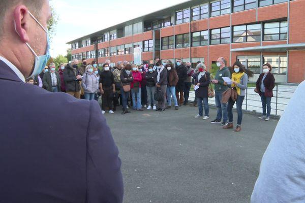 Ils étaient près de 200 à Dax rassemblés en mémoire de Samuel Paty, le professeur d'histoire.