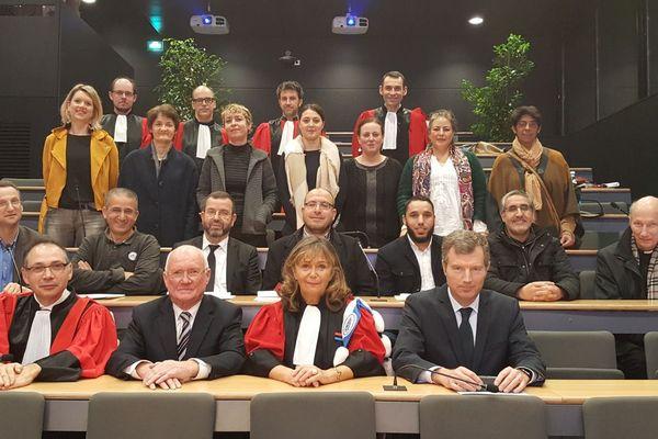 """Les premiers diplômés en """"religion, droit et vie sociale"""" ont été félicités par l'ancien maire de Rennes, Edmond Hervé."""