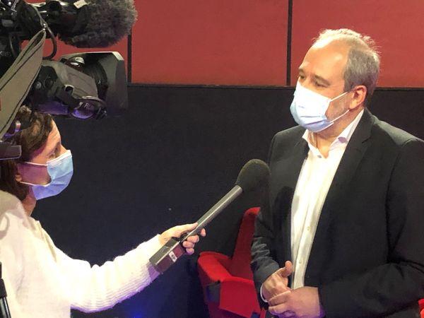 Jean Zuccarelli interrogé par une équipe de France 3 Corse à l'issue des débats.