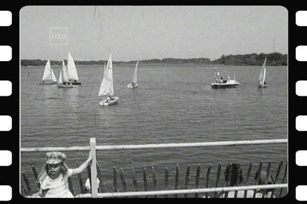 Grand gala nautique sur l'étang du puits à Cerdon dans le Loiret en 1976