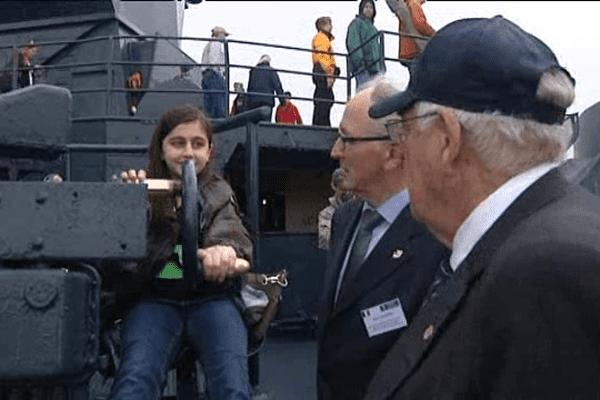 Rencontre entre des jeunes et des vétérans sur l'USS Texas