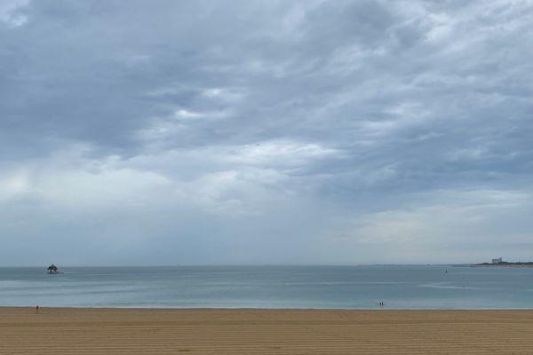 La plage des Minimes à La Rochelle a repris des couleurs hivernales ce matin.