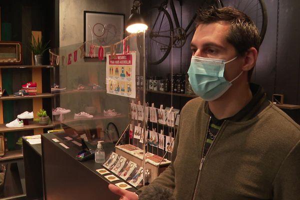 Florian Botton a accueilli une créatrice de bijoux dans son magasin de chaussures.