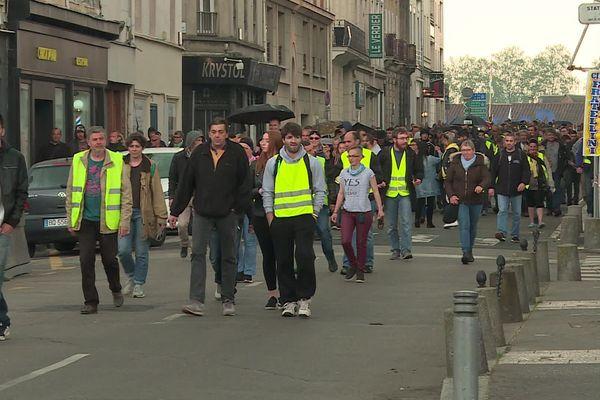 """Manifestation des """"Gilets jaunes"""" à Rouen un peu avant 16h le samedi 18 mai 2019"""