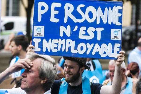 Manifestation à Paris contre le chômage de longue durée