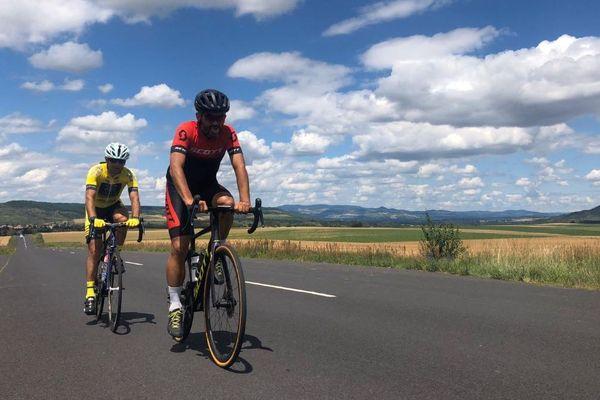 Deux cyclistes originaires du Puy-en-Velay, en Haute-Loire, se sont lancés un défi fou de faire le tour d'Auvergne-Rhône-Alpes, à vélo, en moins de 24 heures. C'était samedi 20 juin et ils ont roulé pendant près de 22 heures.