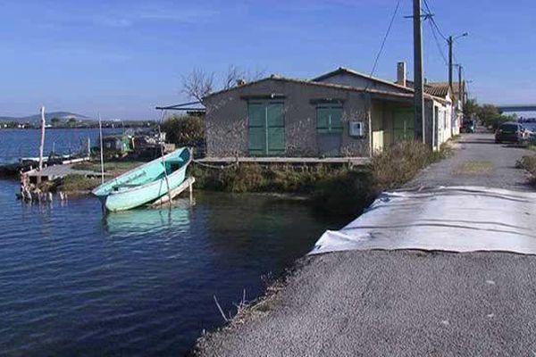 Les maisons construites au bord du canal aux Aresquiers à Frontignan sont en zone inondable. 17 octobre 2015.