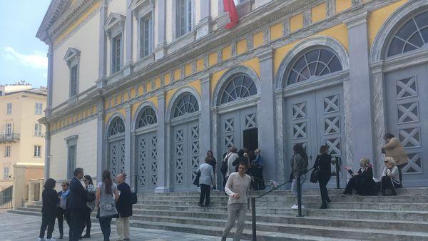 Devant le palais de justice de Bastia, hier