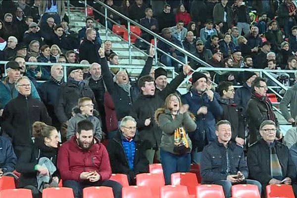 Le joie des supporters de Laval après le premier but du Stade lavallois face à Cholet le 22 février 2019.