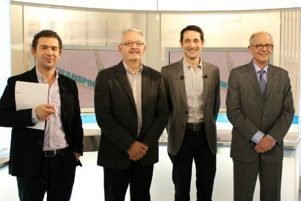 De gauche à droite : Sébastien Banus, Christian Huguet (candidat du Parti Socialiste), Léo Lemberton, Robert Chauvin (candidat sans étiquette)
