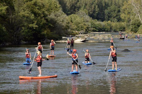 La location de stand up paddle a pu reprendre sur le Tarn avec le déconfinement.