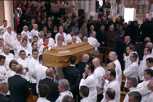 Un parterre de chefs était réuni, ce vendredi 26 janvier, pour rendre un dernier hommage à Paul Bocuse en la cathédrale Saint-Jean de Lyon.