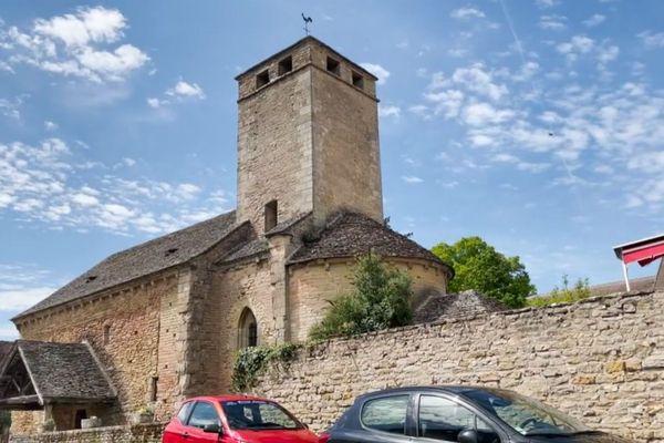 """L'église de Saint-Clément-sous-Guye en Saône-et-Loire, une des premières visitées par Ophélie Petit dans ses carnets """"j'irai dormir sous vos clochers"""""""