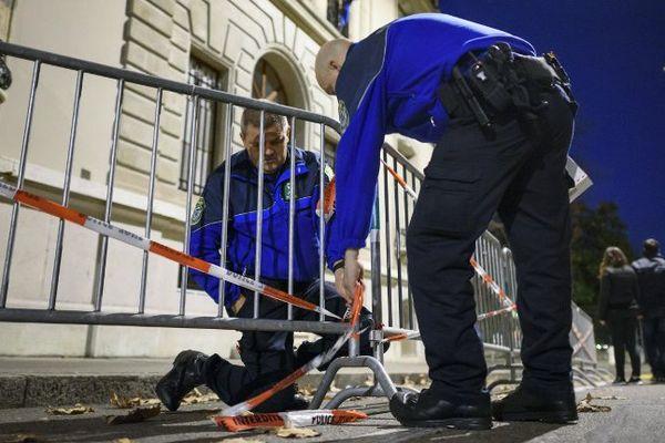 Le lendemain des attentats du 13 novembre à Paris, la police de Genève installait un périmètre de sécurité autour du consulat français