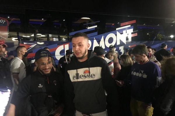 A l'arrivée des joueurs du Clermont foot à l'aéroport d'Aulnat, dans le Puy-de-Dôme, dans la nuit de samedi 15 mai à dimanche, 300 supporters les attendaient pour fêter leur montée en Ligue 1.