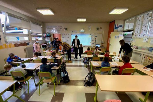 Rentrée scolaire dans une école primaire de Gironde mardi 1er septembre, un des 21 départements en haute vulnérabilité par rapport à la circulation du Covid-19.