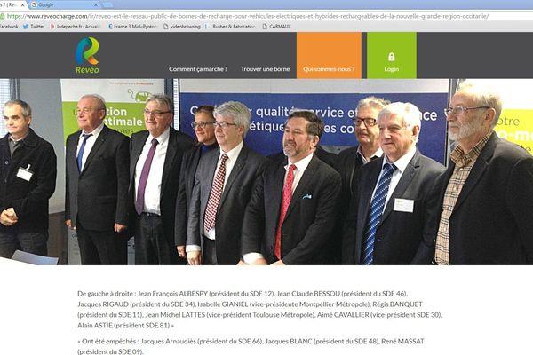 Alain Astié, président du SDET (1er à droite sur la photo), pose aux côtés des autres membres du réseau Révéo.